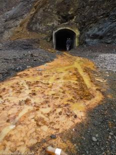 An entrance to the mines   Një hyrjë në galeritë e minierës