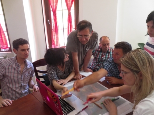 Mapping some of the crucial places, stories and sensations of Spaç, getting some help from former prisoner Fabian Kati. | Duke vendosur në hartë vendet, ngjarjet dhe ndjesitë më të spikatura, këtu me ndihmën e Fabian Katit, gjithashtu ish i burgosur politik në Spaç.