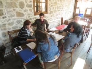 Group work and discussion during the values analysis exercise | Punë në grup dhe diskutime gjatë ushtrimit të analizës së vlerave